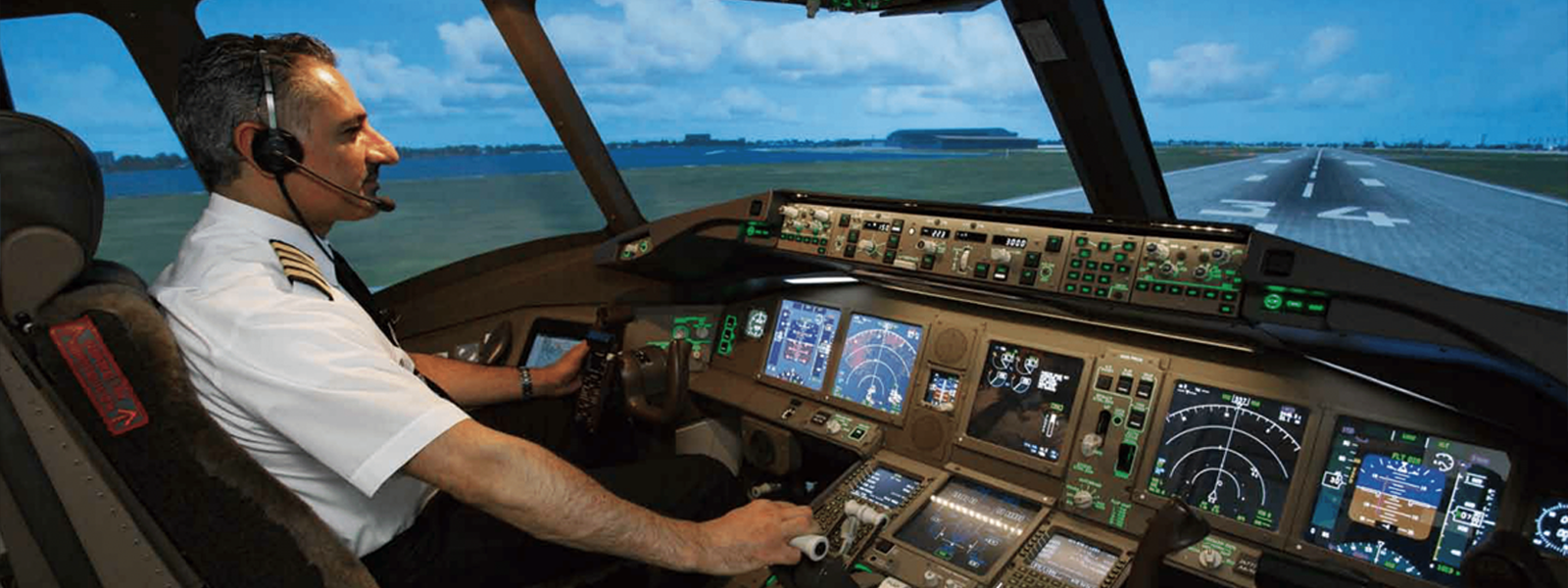 Flight Simulator of Boeing 777-300ER