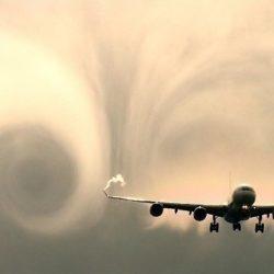 飛行機の揺れの原因